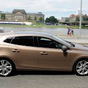 2013-Volvo-V40-New-29.jpg