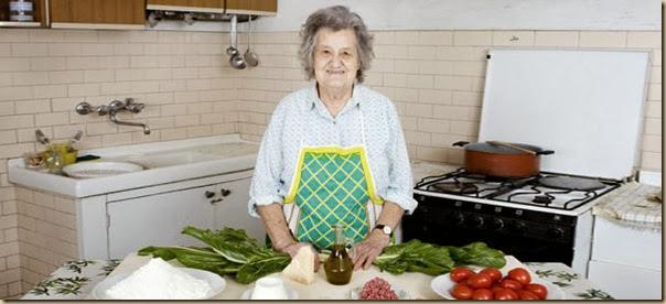 Portraits de grand-mères et leurs plats cuisinés (14)