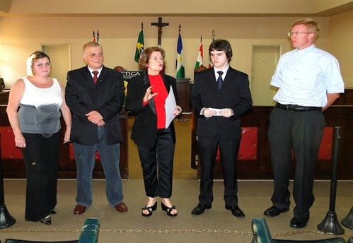A partir da direita - Padre Daniel, advogado Dr. Marcelo, Dra.Neuza e pais M írio Pinho - diretor de Cerimonial da Prefeitura - e m úe Adriana