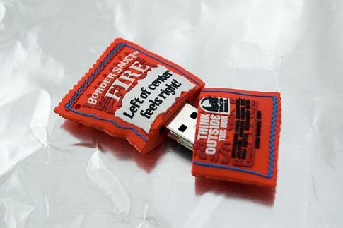 35. USB en paquete