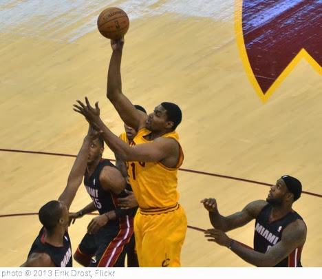'Andrew Bynum' photo (c) 2013, Erik Drost - license: http://creativecommons.org/licenses/by/2.0/