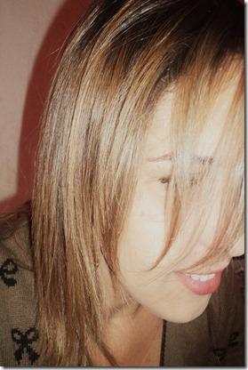 mulher-mostrando-mostrando cabelo