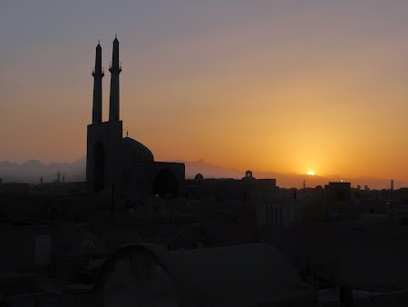 27. Apus de soare in Yazd.JPG