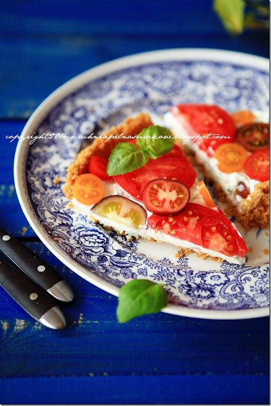 Tarta na krakersach z serkiem z twarożkiem i pomidorami (5)