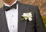 butonierka-dla-kostuma-zheniha-na-svadbu_salon.jpg