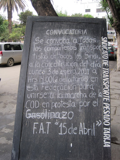 Notice of a transport strike in Tarija, protesting the gas price hikes.