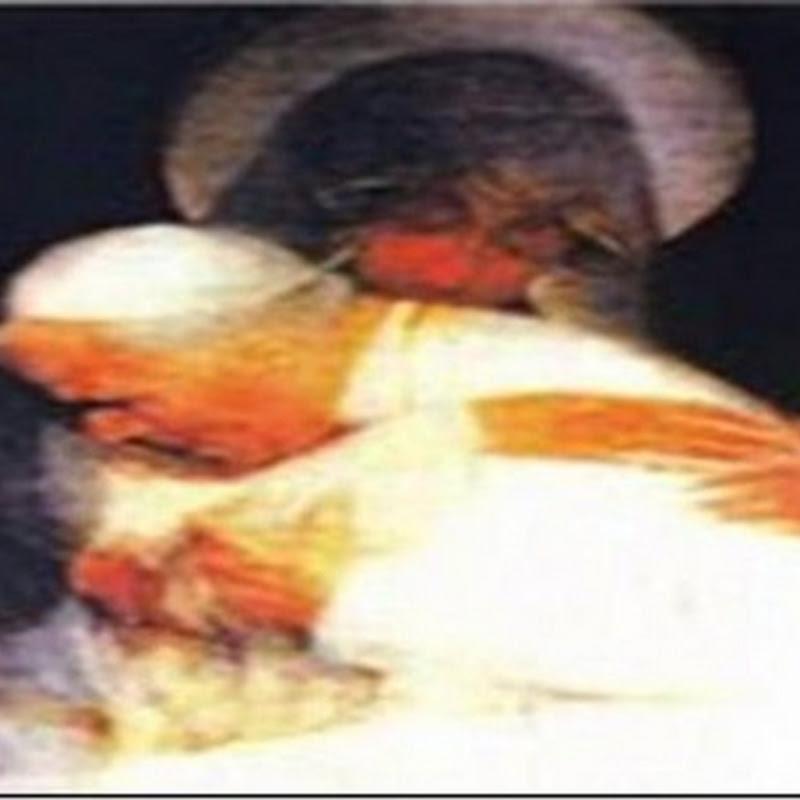 MENTIRA: Foto da Virgem Maria Abraçando o Papa