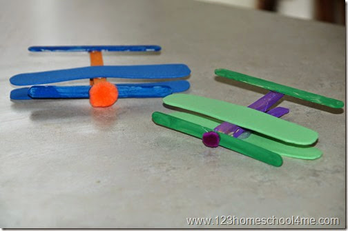 Simple preschool airplane craft #preschool #alpahbet #airplane