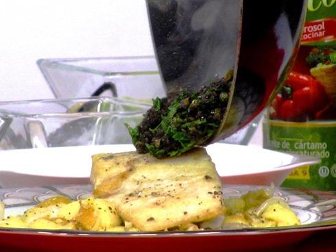 Posta (Churrasco) de pescado sellada sobre Gremolata por Franz Lehmann