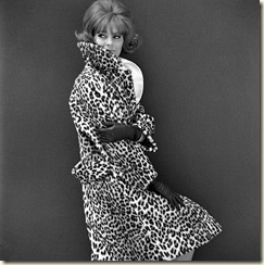 lg_5119841_Leopard_fur_coat_photo_John_F