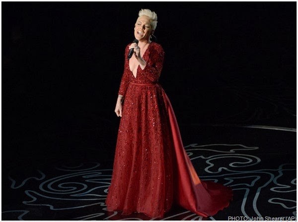 """Pink performs """"Over the Rainbow"""""""