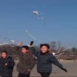 凧上げをする子供たち