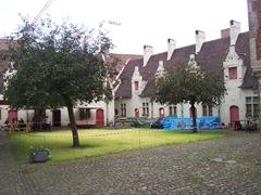 2009.08.02-044 cour du musée du folklore