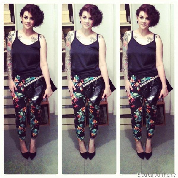 look calça floral com fundo preto maxi carteira