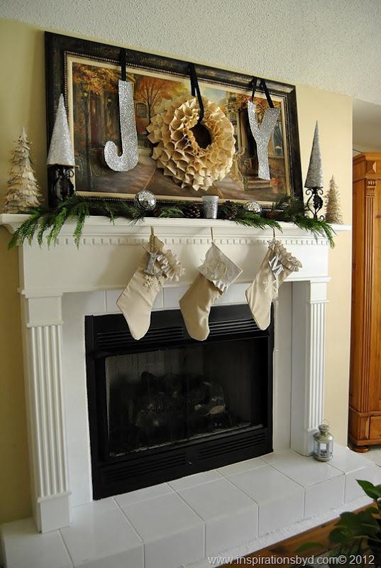 Christmas mantel @Inspirationsbyd