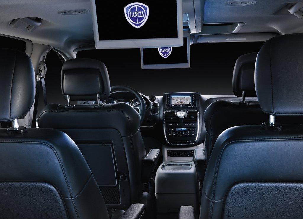 2012-Lancia-Voyager-Interior-1.jpg?imgmax=1800