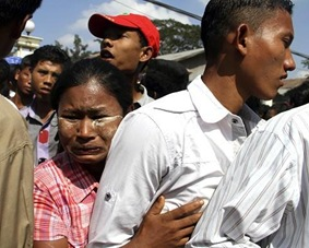 AP Burma clemency 4Jan12 480