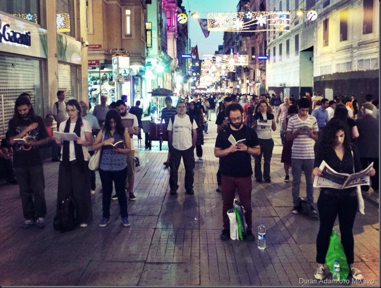 Standing-up-Reading-protest-in-Istiklal-street