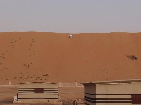 15. Masina care coboara pe dune.JPG