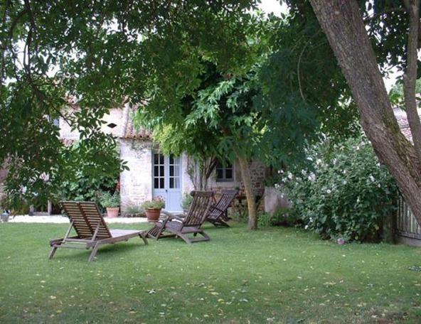 Shabby and charme una casa colonica nella campagna francese for Scaffali di campagna francese