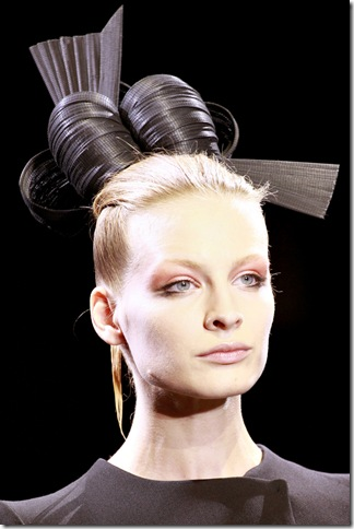 Armani Privé Fall 2011 X Philip Treacy (2)