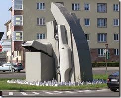 800px-Berlin-Grunewald_Rathenauplatz_Vostell_Cadillacs