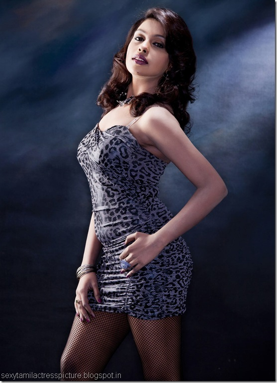 actress-mia-hot-asst-&-boobs-pic