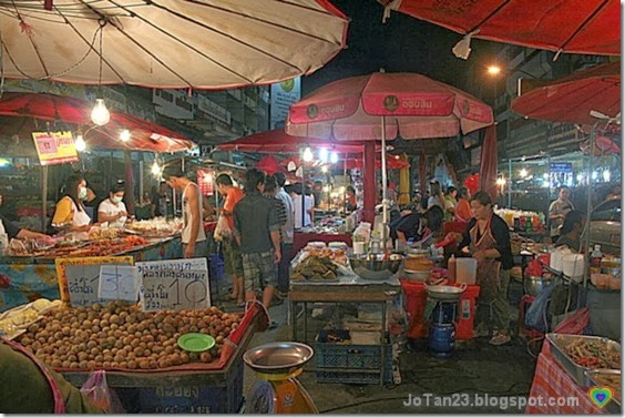things-to-do-in-chiang-mai-go-to-warorot-night-market