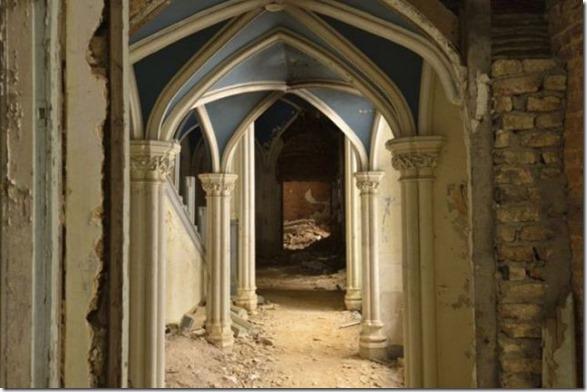 abandoned-castle-belguim-25