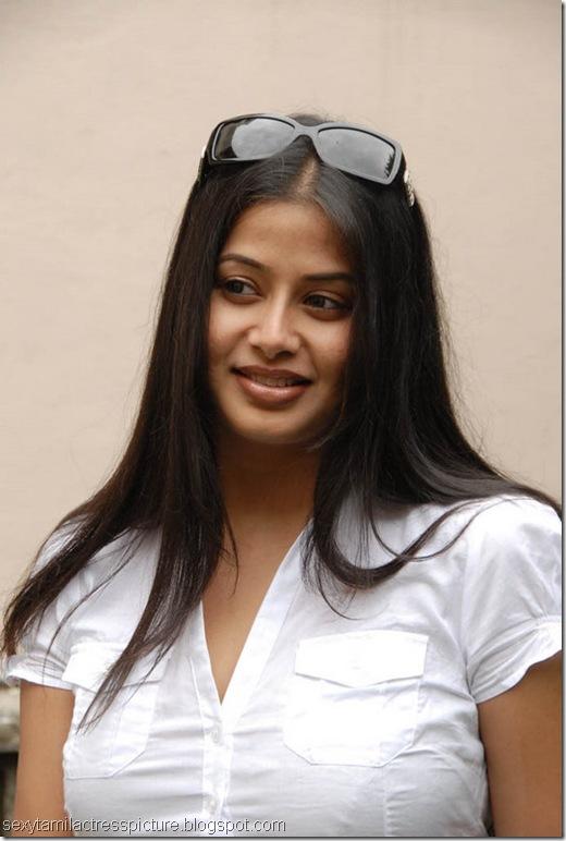 cute-sangeetha-hot-exposing-boobs-stills