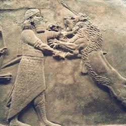 58 - Rey asirio luchando contra un leon en el palacio de Ninive