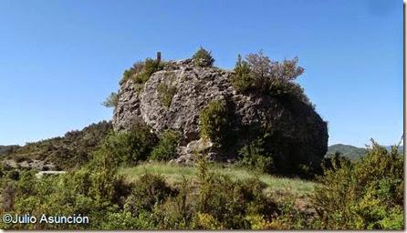 Peña en lo alto del castillo de Burgui
