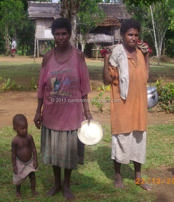 Rural women from the savannah woodland of Trans Fly region, Western Province