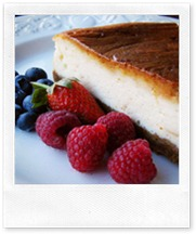 759px-Baked_cheesecake_with_raspberries_and_blueberries