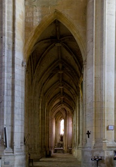 saintes-cathedral-side-nave
