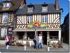 2012.07.20-014 maisons à pans de bois à Beuvron-en-Auge