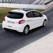 2013-Peugeot-208-HB-13.jpg