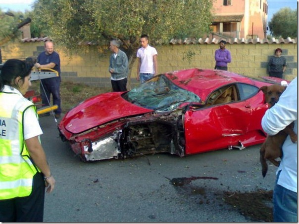 Uma Ferrari F430 destruida (6)