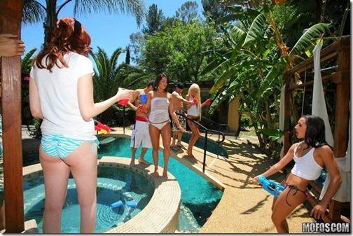 29-suruba-festa-piscina-2