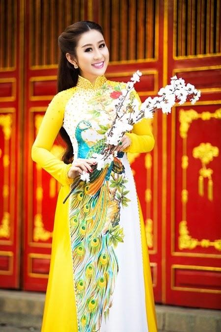 nguoi-dep-mc-kim-trang-len-chua-le-phat (4)