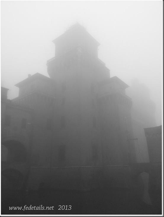 Castello Estense e nebbia, Ferrara, Emilia Romagna, Italia - Castello Estense and fog, Ferrara, Emilia Romagna, Italy - Property and Copyrights of FEdetails.net