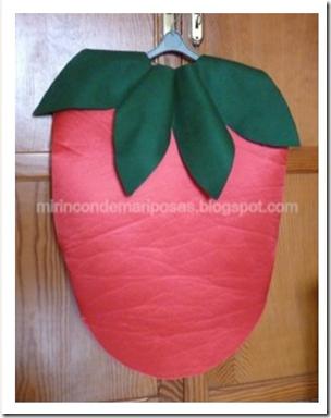 disfraz de fresa hecho con fieltro