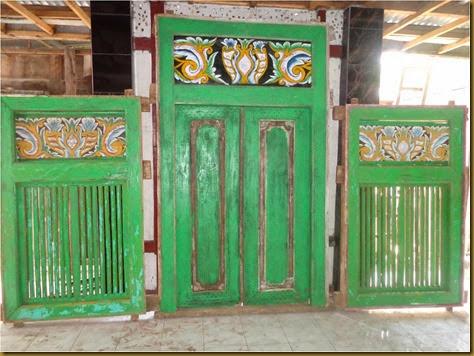 Pintu dan jendela hijau bunga