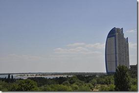 012-volgograd-belle architecture moderne devant la volga