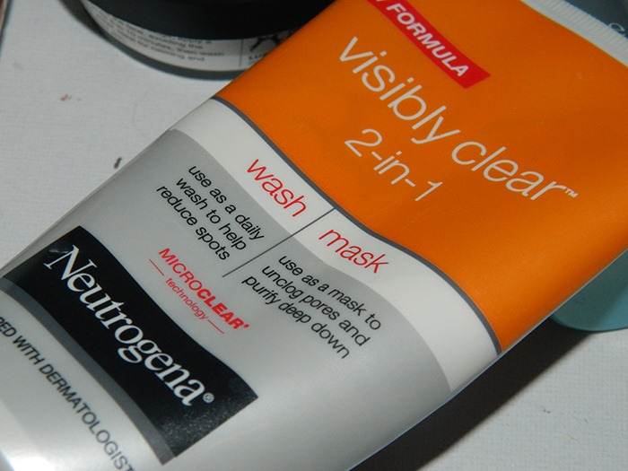 Neutrogena-visibly-clear-2-in-1-wash-and-mask-skincare-facemask