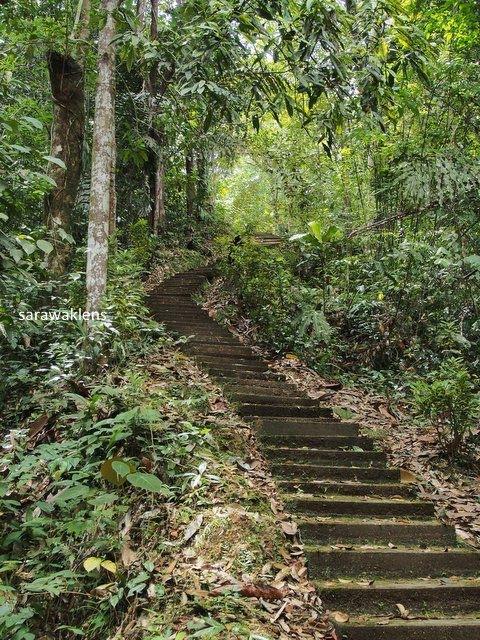 gunung_jagoi_stairs_sarawaklens_30