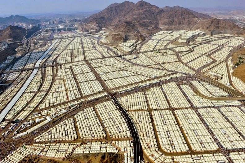 Syrian Civil War: News #2 - Page 4 Mina-tent-city-13%25255B5%25255D