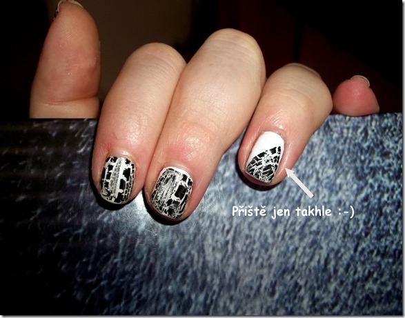 black white nails  (1)