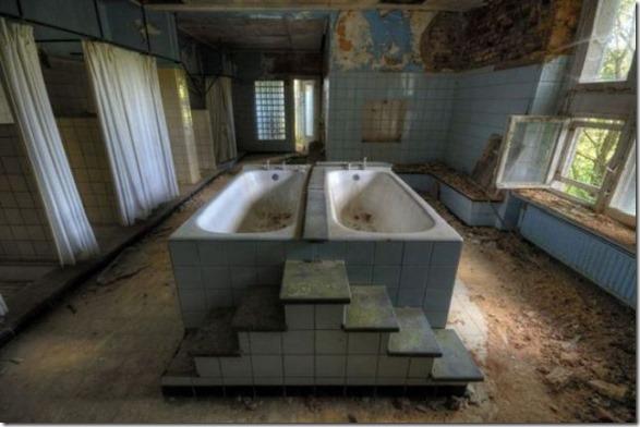 abandoned-castle-belguim-30