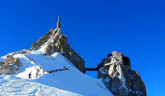 aiguille_du_midi_arete-from-below